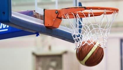 WSEI wspiera młodych koszykarzy